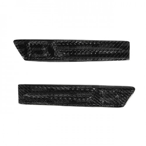 2009-2010年日产GTR的碳纤维翼板标志